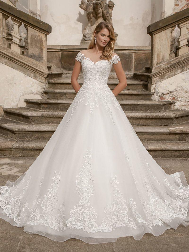 Королевское свадебное платье белого оттенка