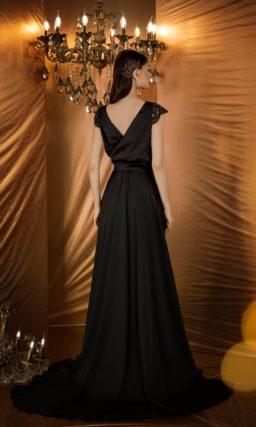 Классическое вечернее платье черного цвета