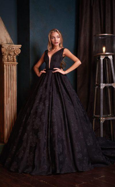 Роскошное платье с пышной юбкой в пол