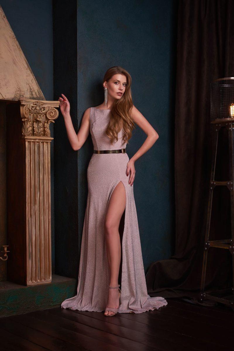 прямое вечернее платье в пол лаконичного кроя