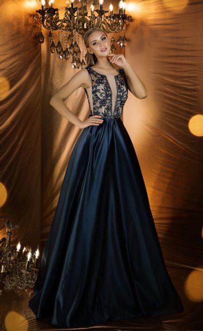 Платье с пышной атласной юбкой глубокого и насыщенного темно-синего цвета