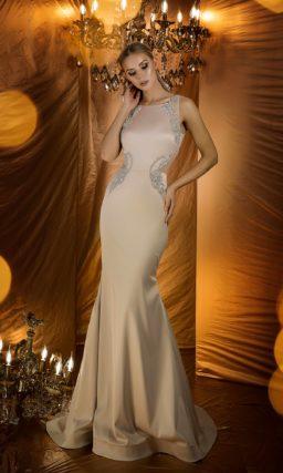Обольстительное вечернее платье пудрового оттенка