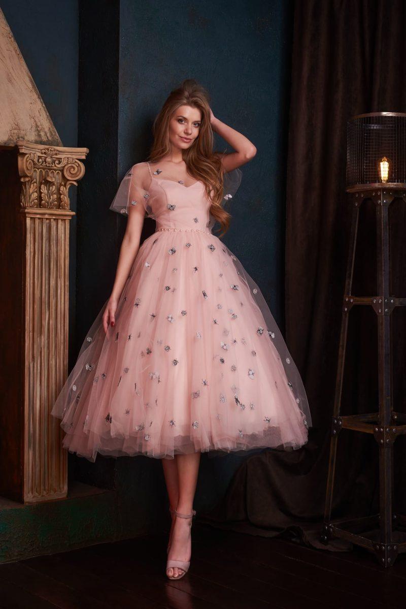 Милое кокетливое вечернее платье-миди