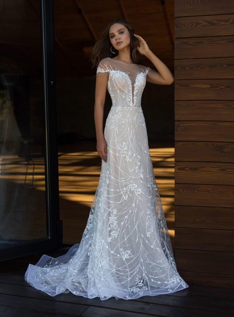 Облегающее свадебное платье с аккуратным шлейфом