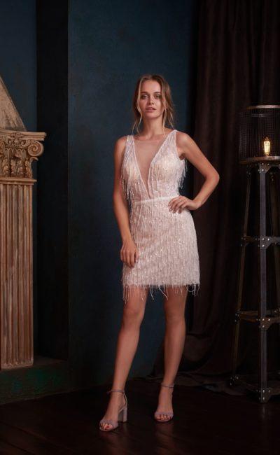 Короткое коктейльное платье-футляр