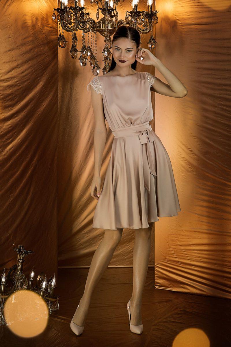 Шелковое вечернее платье длиной до колен