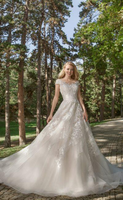 Серебристо-жемчужное свадебное платье