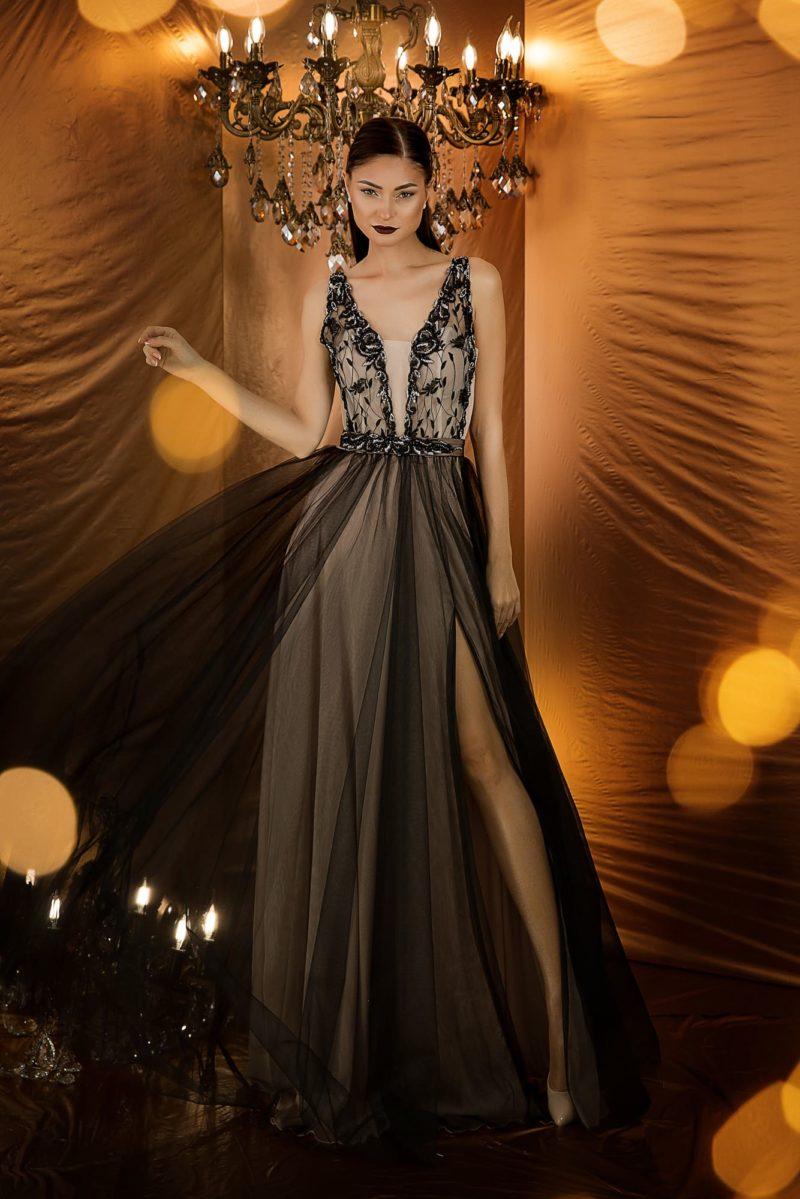 Вечернее платье с великолепно декорированным корсетом