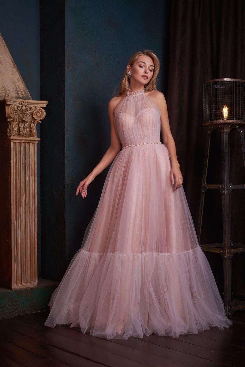 Нежное длинное вечернее платье пудрового цвета