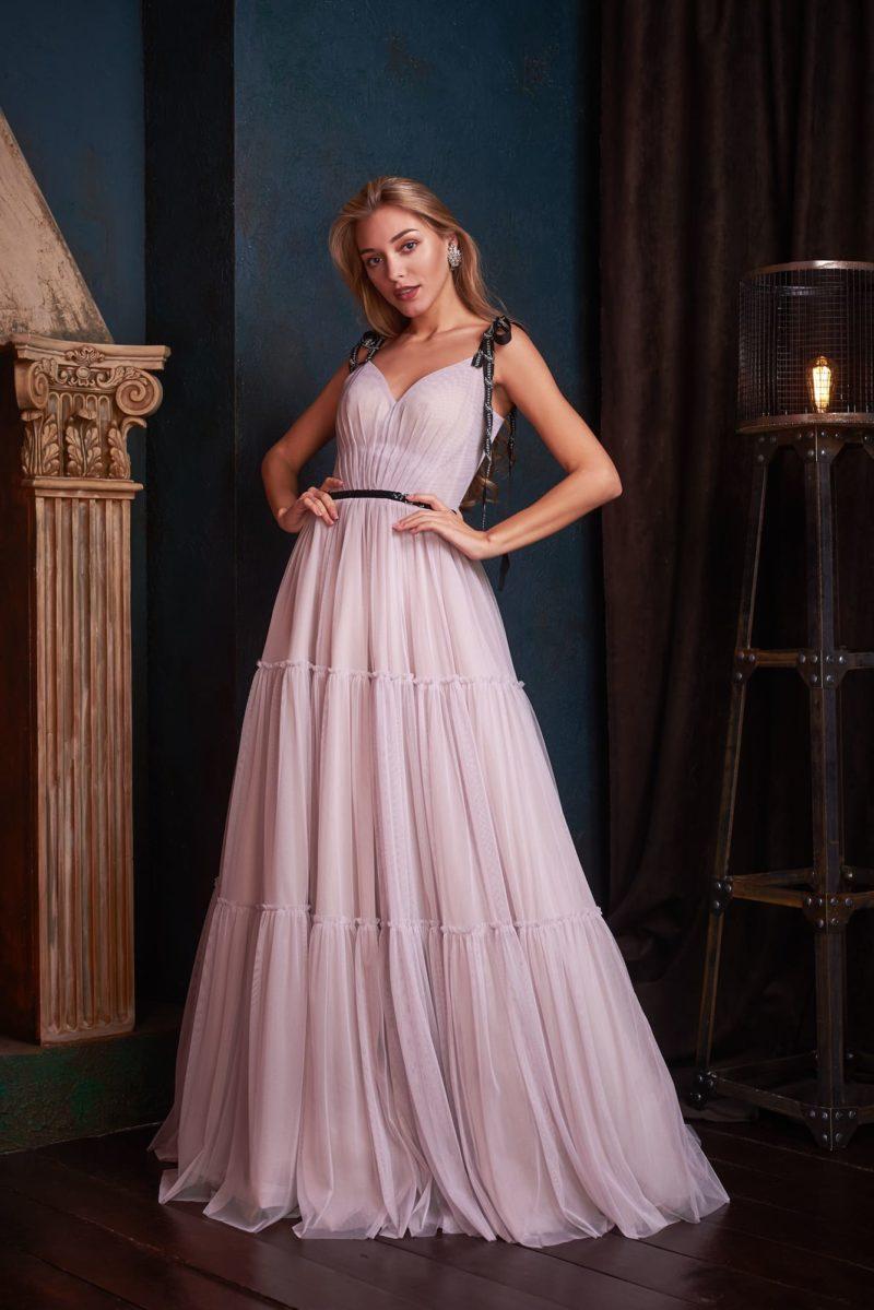 Длинное вечернее платье из светло-лилового шифона