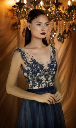 Темно-синее вечернее платье с изумительной отделкой корсета