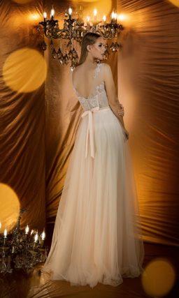 Молочное вечернее платье с роскошной отделкой