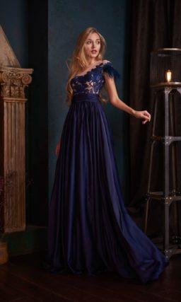 Длинное вечернее платье с завышенной талией