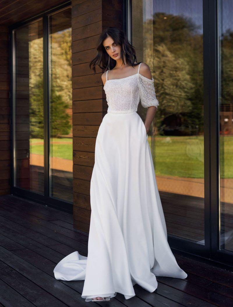 свадебное платье со свободным верхом на тонких бретельках
