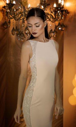 Сдержанно-лаконичное вечернее платье