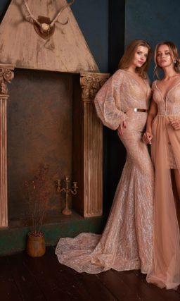 Блестящее платье с широкими рукавами