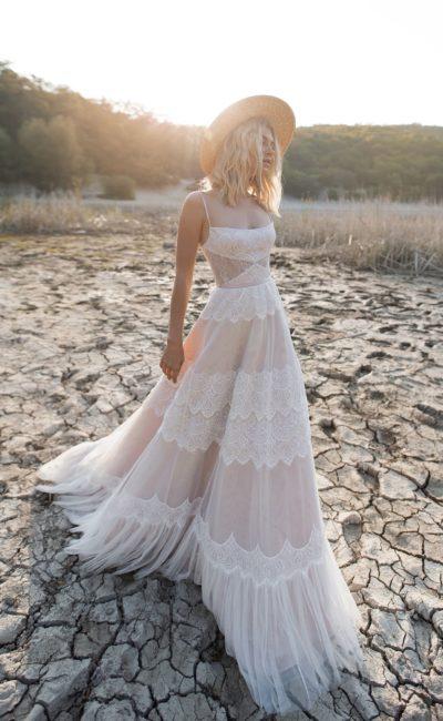 Очаровательное свадебное платье с открытым верхом