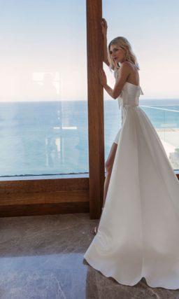 Короткое необычное свадебное платье