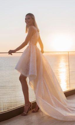 Необычное свадебное платье красивого нежно розового оттенка