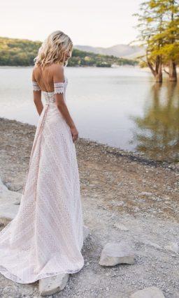 Кружевное необычное платье