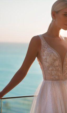 Элегантное свадебное платье с отделкой корсета