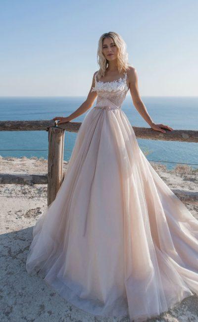 Пудровое свадебное платье