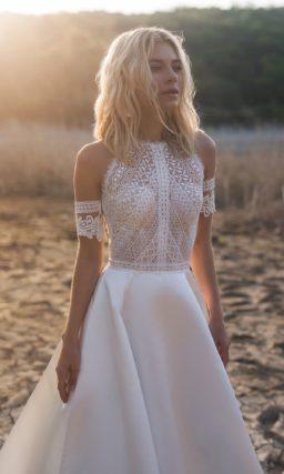 свадебное платье с кружевным верхом и атласной юбкой
