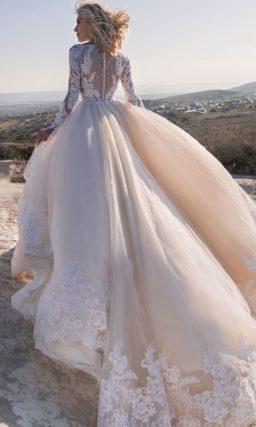 Шикарное свадебное платье с закрытым верхом