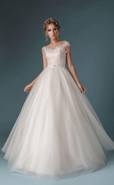 нежное платье силуэта «принцесса»