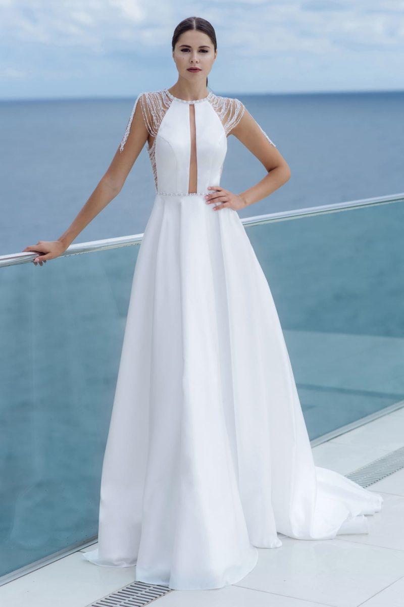 Приталенное платье из гладкого белого атласа