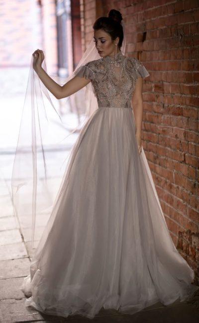 платье в  благородном оттенке капучино