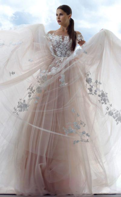 Пышное платье цвета розовой пудры