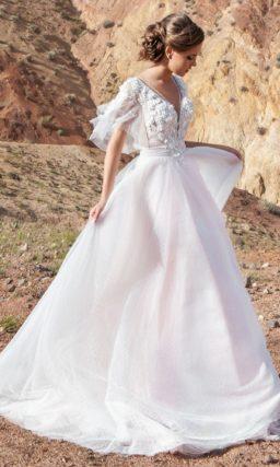 Свадебное платье с открытой спиной и небольшим шлейфом