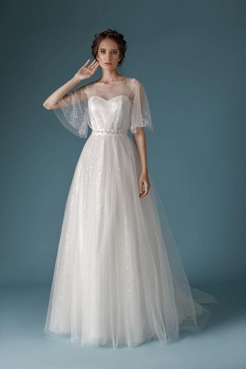 Платье: Широкие прозрачные рукава и многослойная фатиновая юбка