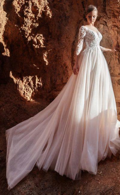 Розовое свадебное платье с рукавом