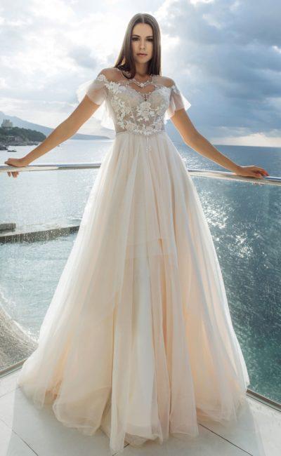 Великолепное платье персикового оттенка
