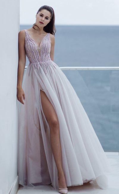 Свадебное платье в нежном лавандовом оттенке