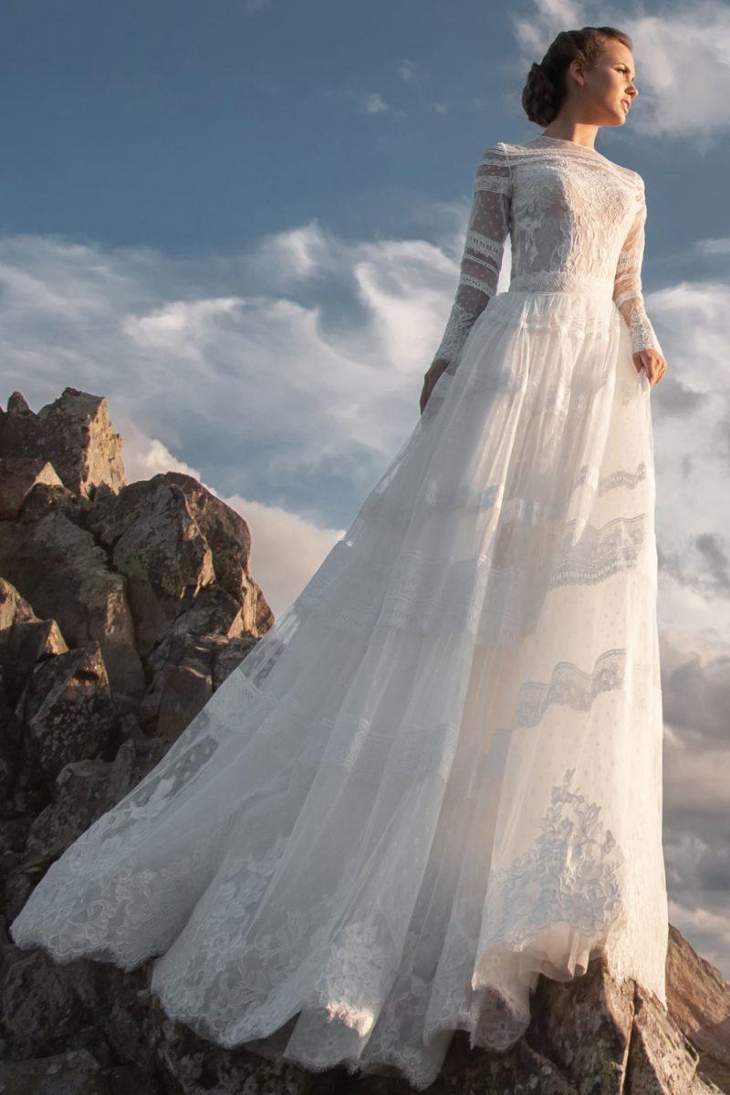 Романтичное платье А-силуэта из кружева