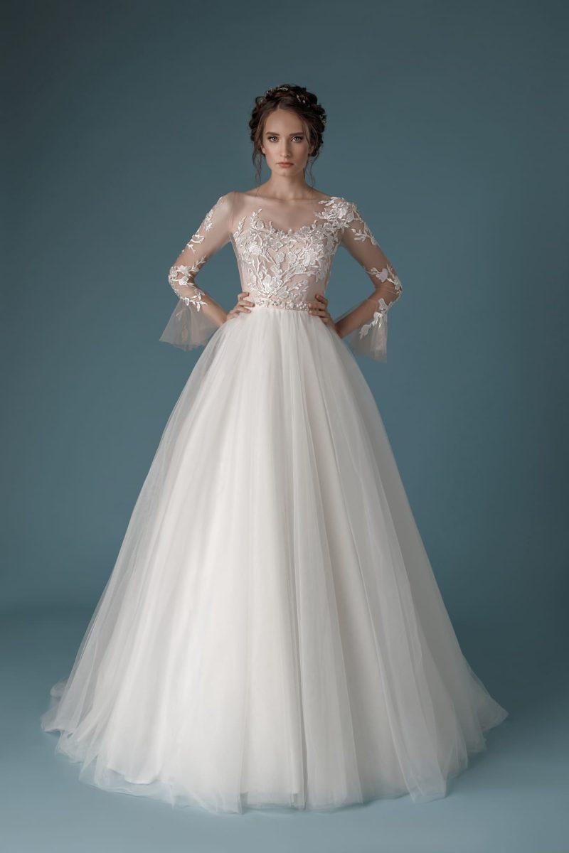 Свадебное платье А-силуэта из воздушного фатина