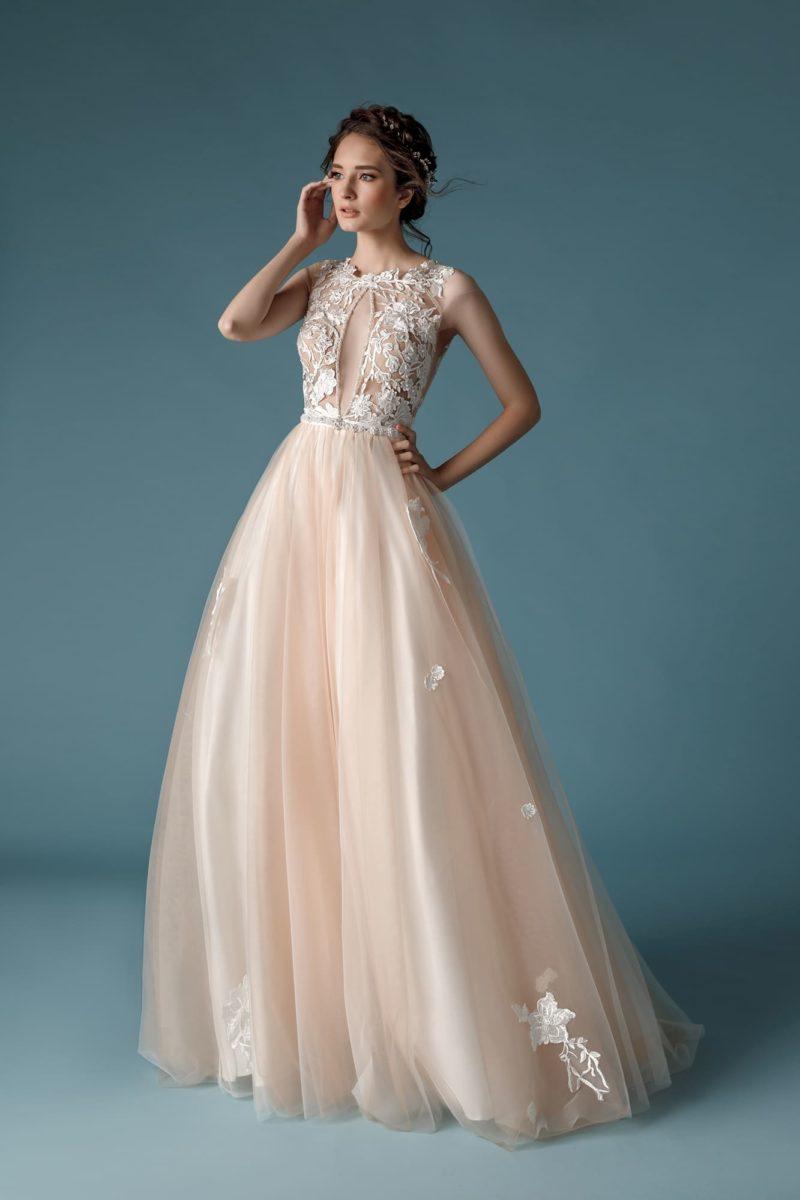 пудровое платье А-силуэта
