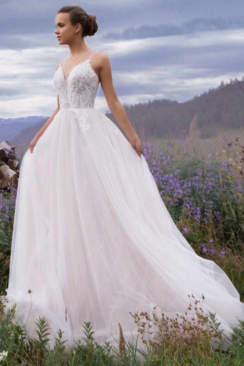 Эффектное платье с открытой спиной