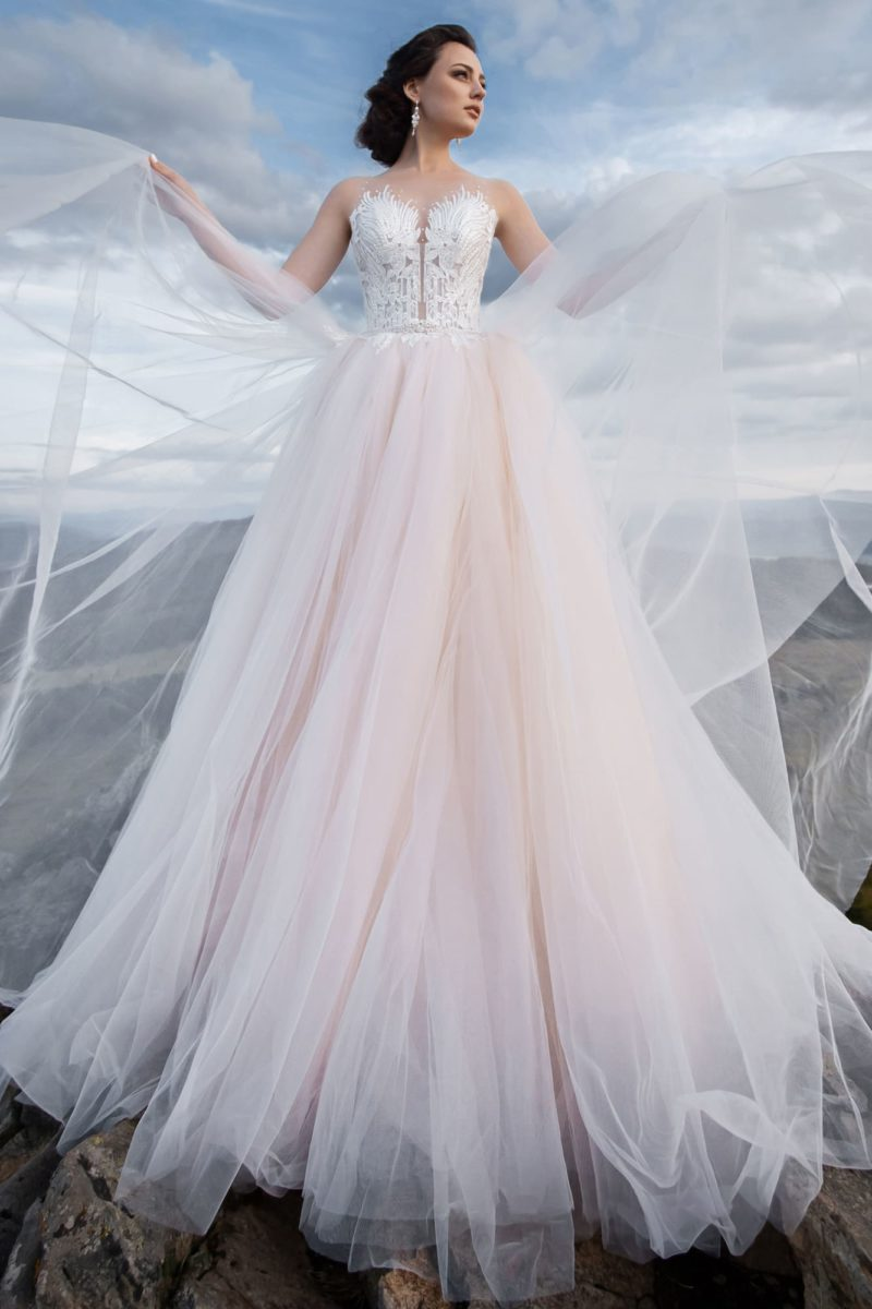 Изысканное платье  с пышной воздушной юбкой