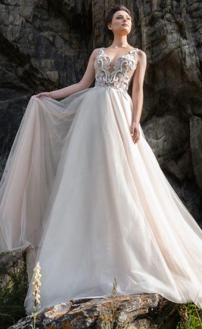 Платье А-силуэта с блестящим декором