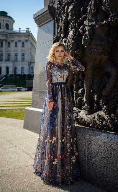 Платье вечернее расшитое цветами