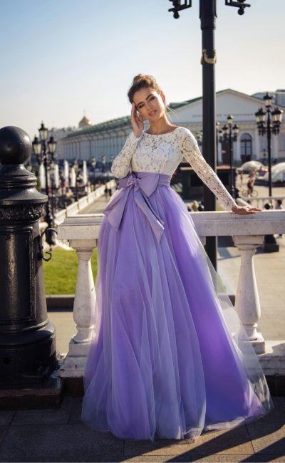 Платье с бантом спереди