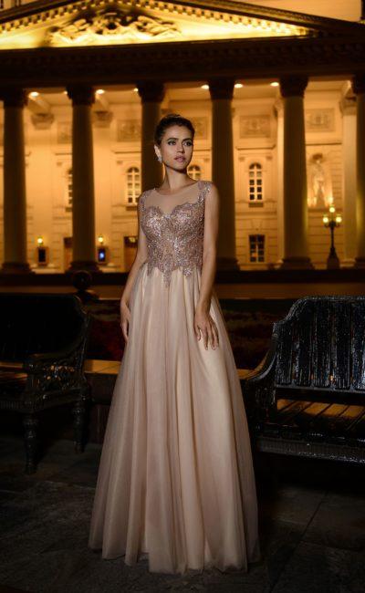 вечернее платье оттенка светлый беж