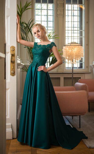Завораживающее вечернее платье цвета