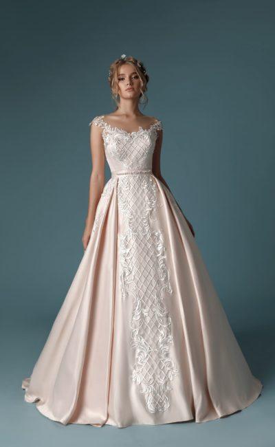 Необычное атласное платье