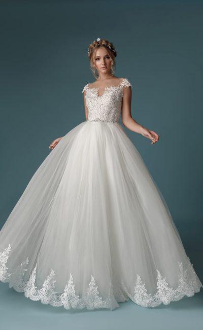 Пышное платье силуэта «принцесса»