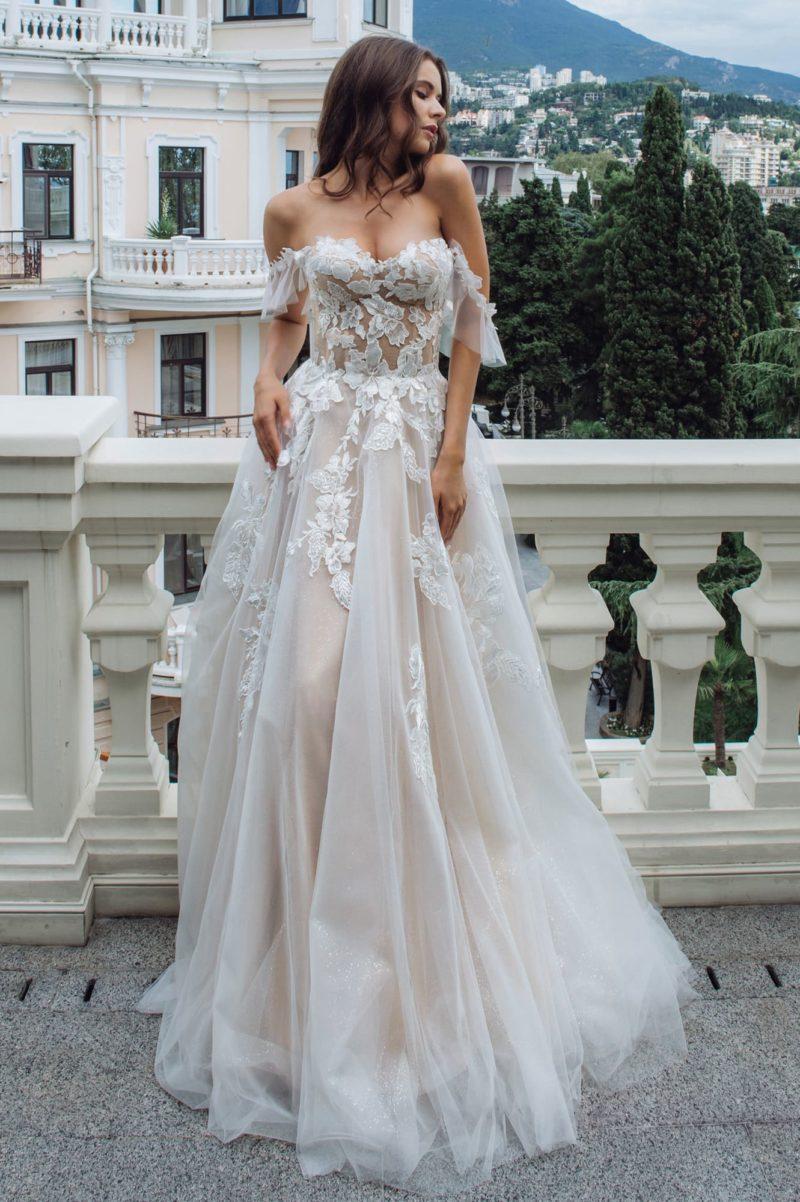 Соблазнительное платье пудрового оттенка